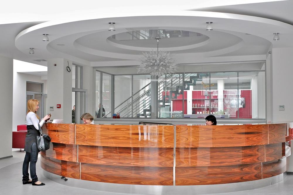 Українсько-швейцарська офтальмологічна клініка «СВІТ ЗОРУ» - одна з  чотирьох компаній холдингу PORCELAIN eb83081f94f3a